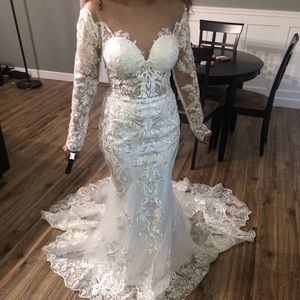 lace wedding dress SEND OFFERS